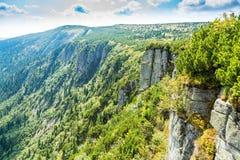 Toneelgezicht van Tsjechische reuze van de bergenvallei en rots vorming bij de zomer royalty-vrije stock afbeeldingen