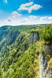 Toneelgezicht van Tsjechische reuze van de bergenvallei en rots vorming bij de zomer stock foto