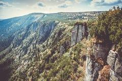 Toneelgezicht van Tsjechische reuze van de bergenvallei en rots vorming bij de zomer royalty-vrije stock foto's