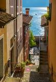 Toneelgezicht in Varenna op een zonnige de zomermiddag, Meer Como, Lombardije, Italië royalty-vrije stock afbeeldingen