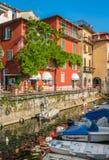 Toneelgezicht in Varenna op een zonnige de zomermiddag, Meer Como, Lombardije, Italië royalty-vrije stock fotografie