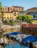 Toneelgezicht in Varenna op een zonnige de zomermiddag, Meer Como, Lombardije, Italië royalty-vrije stock foto