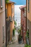 Toneelgezicht in Varenna op een zonnige de zomermiddag, Meer Como, Lombardije, Italië stock fotografie