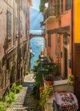 Toneelgezicht in Varenna op een zonnige de zomermiddag, Meer Como, Lombardije, Italië royalty-vrije stock afbeelding