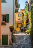 Toneelgezicht in Varenna op een zonnige de zomermiddag, Meer Como, Lombardije, Italië stock foto