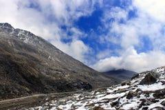 Toneelhimalayan-bergmening in Noord-Sikkim, India stock foto's