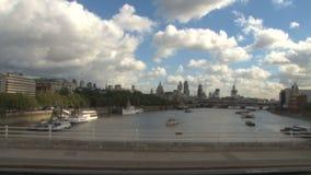 Toneelhorizonmening van Londen van torenbrug stock videobeelden