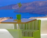 Toneelkoffielijst in Santorini Royalty-vrije Stock Foto