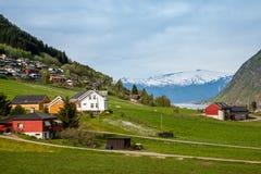 Toneellandschappen van de Noorse fjorden Stock Afbeeldingen