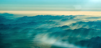 Toneellandschapsbergen Zonsopganglagen stock foto's