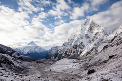 Toneelmening bij Khumbu-vallei in Himalayagebergte Royalty-vrije Stock Afbeelding