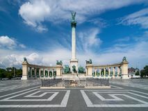 Toneelmening Heroes& x27; Vierkant in Boedapest, Hongarije met Millenniummonument, belangrijke aantrekkelijkheid van stad onder s royalty-vrije stock foto