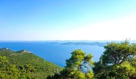 Toneelmening naar Adriatische overzees van Kroatië stock foto