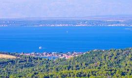 Toneelmening naar Adriatische overzees van Kroatië stock afbeelding