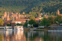 """Toneelmening over het Kasteel van Heidelberg in het zonsonderganglicht van de rivier Neckar Heidelberg, Duitsland †""""10 Septembe Stock Foto's"""