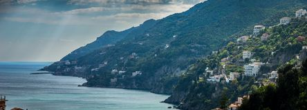 Toneelmening van beroemde Amalfi Kust, Italië stock foto's