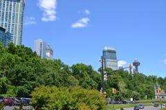 Toneelmening van bomen en vegetatie dichtbij Niagara-dalingen Stock Afbeeldingen