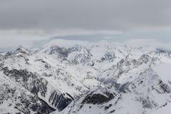 Toneelmening van de bergen, skitoevlucht Dombay Royalty-vrije Stock Afbeelding
