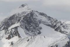 Toneelmening van de bergen, skitoevlucht Dombay Stock Afbeelding