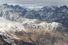 Toneelmening van de bergen, skitoevlucht Dombay Royalty-vrije Stock Foto's