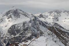 Toneelmening van de bergen, skitoevlucht Dombay Stock Fotografie