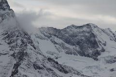 Toneelmening van de bergen, skitoevlucht Dombay Stock Foto