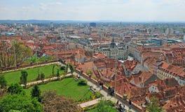 Toneelmening van de horizon van Graz en stadspark Stock Foto's