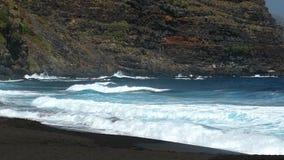 Toneelmening van de kust van het strand Langzame Motie stock footage