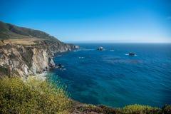 Toneelmening van de Kustlijn Vreedzame Weg 1 van Californië Stock Afbeelding