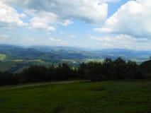 Toneelmening van de mooie bergen onder de blauwe hemel, de Karpaten, de Oekraïne stock foto