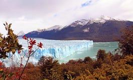 Toneelmening van Gletsjer en Bergen Royalty-vrije Stock Afbeeldingen