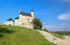 Toneelmening van het middeleeuwse kasteel in Bobolice-dorp polen Royalty-vrije Stock Afbeelding