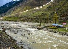 Toneelmening van Kunhar-Rivier in de Vallei van Naran Kaghan, Pakistan Royalty-vrije Stock Foto