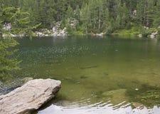 Toneelmening van Lago Azzurro (Blauw Meer) Stock Afbeeldingen
