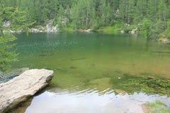 Toneelmening van Lago Azzurro (Blauw Meer) Stock Foto's