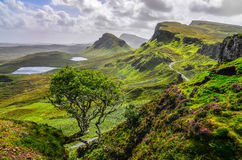 Toneelmening van Quiraing-bergen in Eiland van Skye, hoge Schot Royalty-vrije Stock Afbeelding
