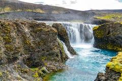 Toneelmening van Sigoldufoss-waterval bij Fjallabak-Natuurreservaat stock foto