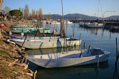 Toneelmening van Trasimeno-Meerhaven stock foto's