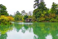 Toneelmenings Japanse Tuin Kenrokuen in Kanazawa, Japan royalty-vrije stock foto's