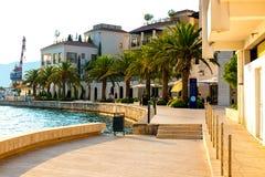 Toneelpanorama van de historische stad van Tivat royalty-vrije stock foto