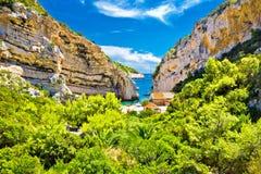 Toneelstrand van Kroatië op Vis-eiland royalty-vrije stock afbeeldingen