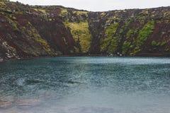 toneelveiw van vulkanisch kratermeer Kerid stock afbeelding