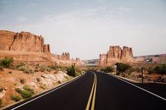 Toneelweg bij Bogen Nationaal Park, Utah de V.S. stock fotografie