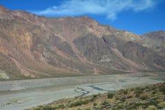 Toneelweg in de Bergen van de Andes tussen Chili en Argentinië royalty-vrije stock fotografie