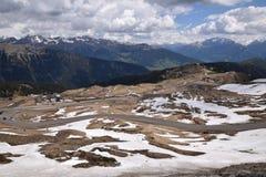 Toneelweg om Giovo in van Zuid- bergenalpen Tirol Italië over te gaan Stock Afbeelding
