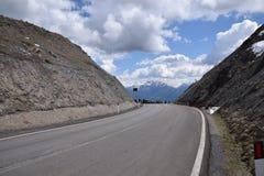 Toneelweg om Giovo in van Zuid- bergenalpen Tirol Italië over te gaan Stock Fotografie