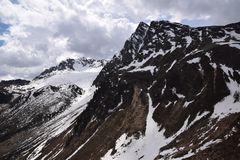 Toneelweg om Giovo in van Zuid- bergenalpen Tirol Italië over te gaan Royalty-vrije Stock Afbeeldingen