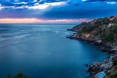 Toneelzonsondergang dichtbij Bagheria in Sicilië royalty-vrije stock afbeeldingen