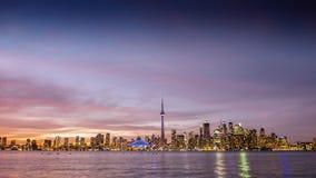 Toneelzonsondergang over de stad van Toronto royalty-vrije stock foto