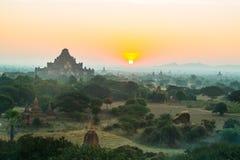 Toneelzonsopgang in bagan myanmar Royalty-vrije Stock Foto's
